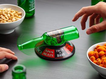 Flaschendrehen Partyspiel